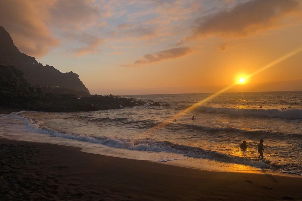Sonnenuntergang am Strand in Buenavista del Norte