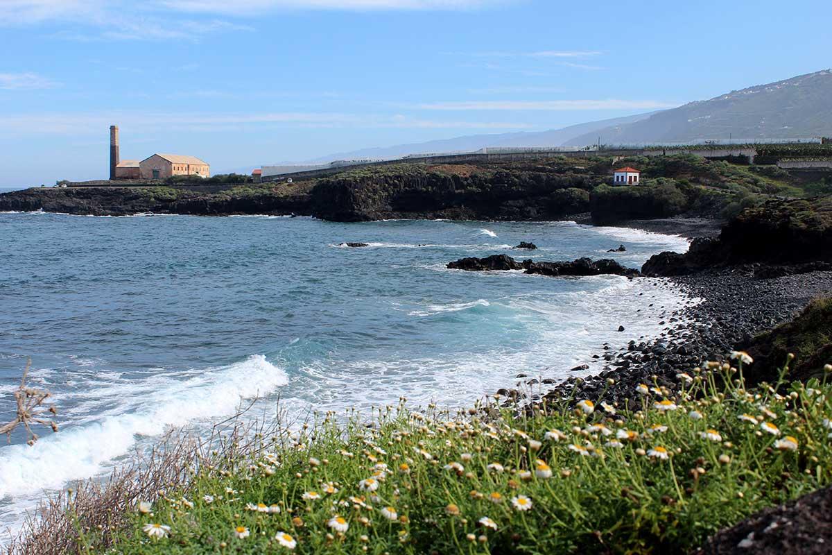 Der Strand Playa Aqua Dulce in Los Silos auf Teneriffa